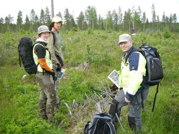 """""""Det som finns här kommer vi att hitta!"""" Arkeologerna Frida Palmbo, Åsa Lindgren och Tor-Henrik Buljo brukar göra det också! © Norrbottens museum"""