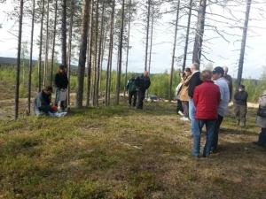 Samling på Kulle 1 bästa utsiktspunkten över området. Foto G Östlund