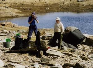 Valfria privata grävkläder i Silbojokk 2005. Åsa Lindgren och Tor-Henrik Buljo. Fotograf: Olof Östlund