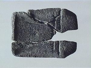 Gjutform för bronsyxa påträffad inom Nordarkeologiprojektet, vid Sandudden, Arjeplogs kommun.