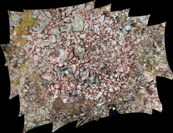 Flera lodfotograferade bilder över boplatsgrop i klapper har lagts ihop till en heltäckande bild © Norrbottens museum