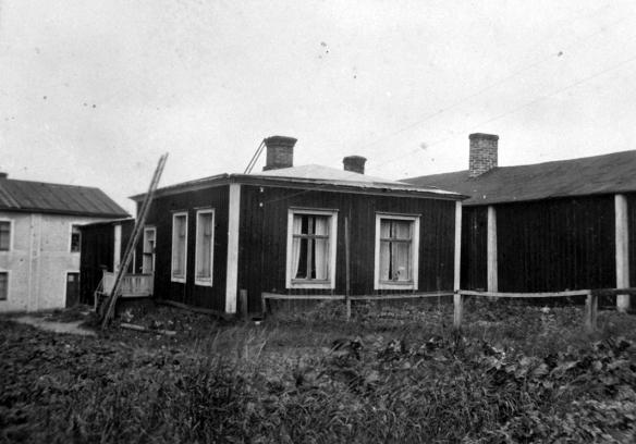 Färgerianläggningens presshus som byggdes under 1700-tal av Johan Hedeman. Röcknerska gården i Norra hamnen , Luleå. Fotograf okänd.  © Norrbottens museum