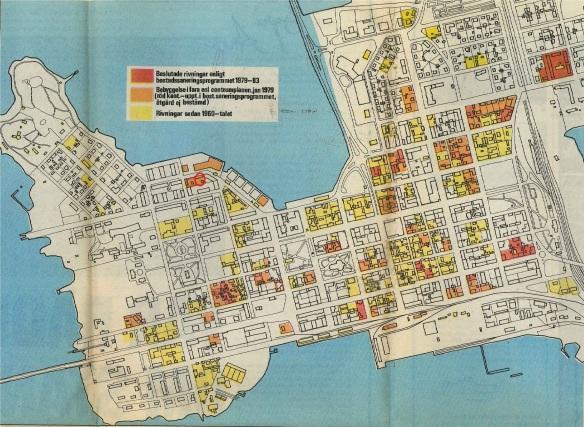 Genomförda och beslutade rivningar 1979. Kartan hämtad från Norrbottens-Kuriren och rivningsdebatten samma år. Med finns även bebyggelse som anses vara i fara, bl.a. är Röcknerska huset hotat, inringat med rött på bilden. Från Norrbottens-Kurirens arkiv vid Norrbottens arkivcentrum.