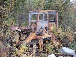 En övergiven bulldozer.