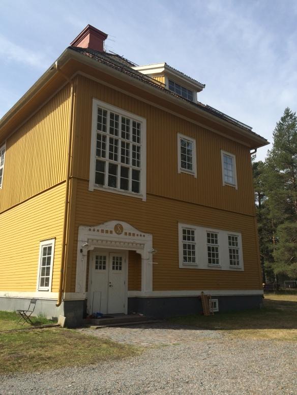 Fönstren ovanför ingången till stora trapphuset som är originalfönster. Foto: Jennie Björklund © Norrbottens museum