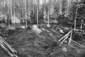 Lämningarna efter hyttan, invid Moån. Foto: Sten Wikström, © Norrbottens museum