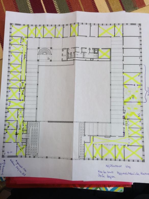 Planlösning över våning 2 trappor - den översta våningen i stadshuset. De gula kryssen markerar de rum som är inventerade.  Foto: Jennie Björklund © Norrbottens museum