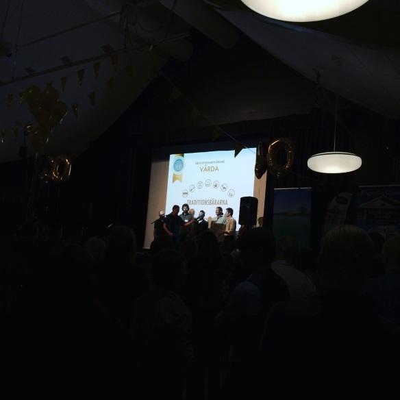 Timmermansnätverket Traditionsbärarna efter att de vunnit Byggnadsvårdsföreningens pris för Årets byggnadsvårdare. Foto: Jennie Björklund © Norrbottens museum.