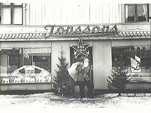 Carl Jonssons affär i Kalix julen 1943.