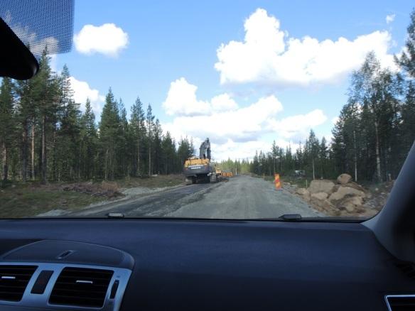 Vägen mellan Kilvo och Gällivare. 9 grävmaskiner på en sträcka av ungefär 20 km. Detta vägarbete borde gå snabbt undan! ©Norrbottens museum. Foto Olof Östlund