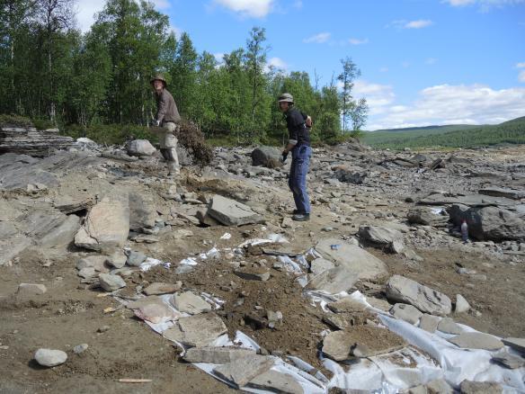 Foto på arkeologer om skottar jord