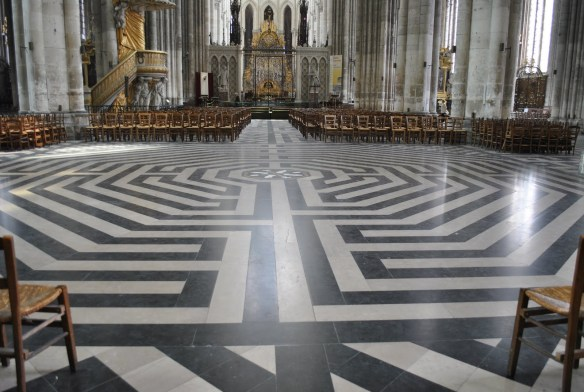Golvet i katedralen i Amiens
